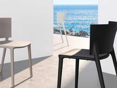 africa-chair-white-black-vondom.jpg